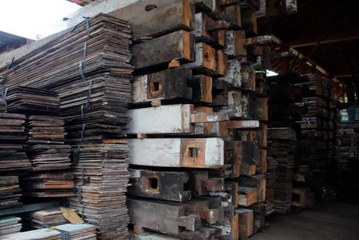 ¿Por qué usamos madera de teca reciclada?