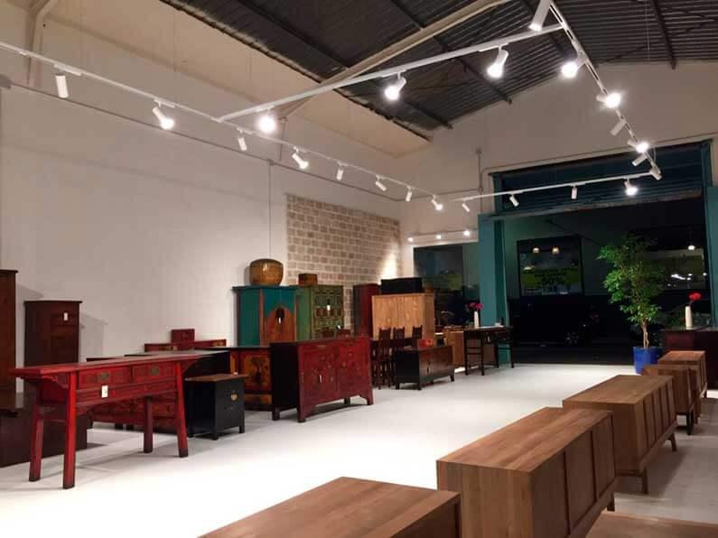 Tienda de muebles de importación en El Poligono El Manchón